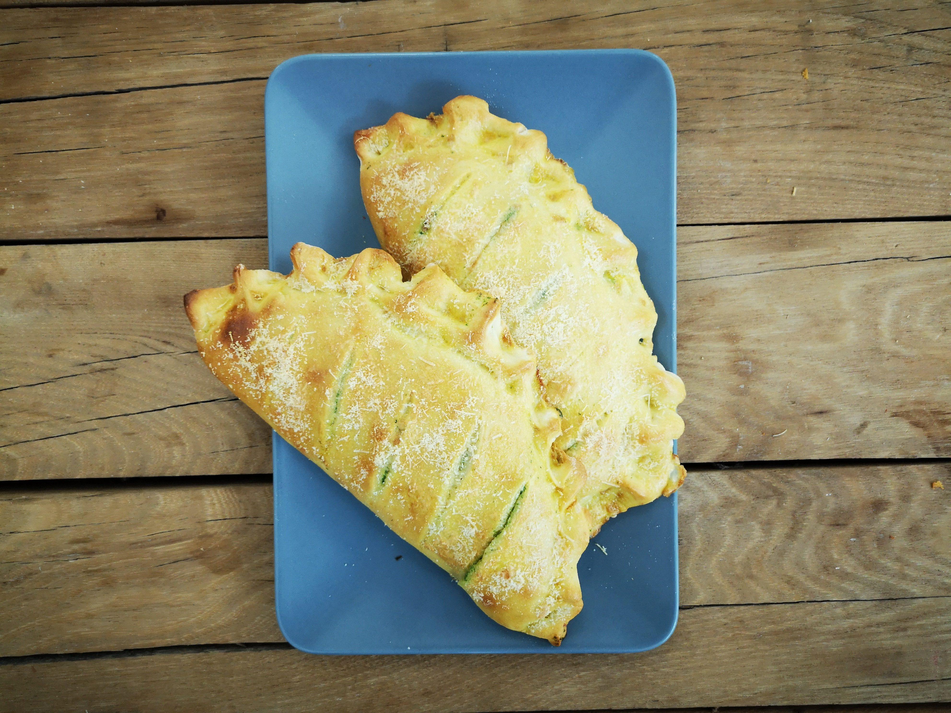 Lito ide, mala ili Štruce sa špinatom i sirom (od tijesta za pizzu) – Dan 11.