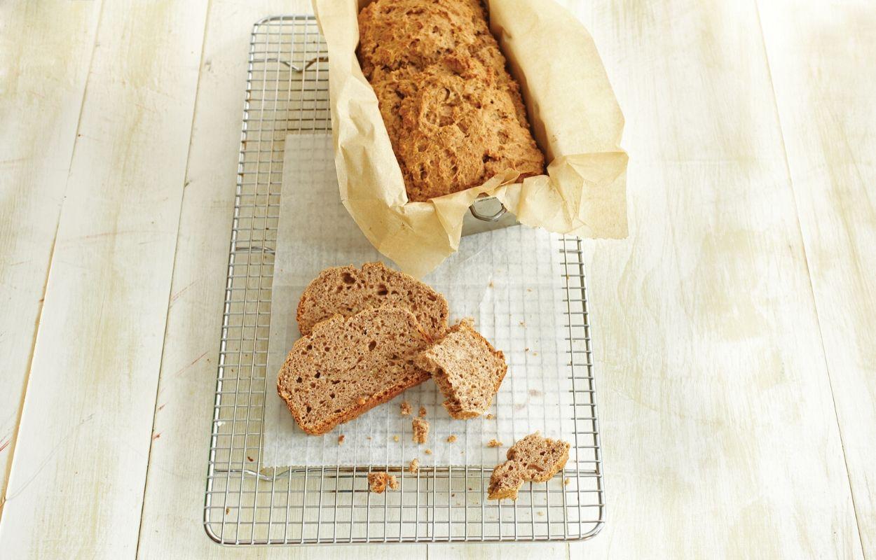 Kruh od cjelovitog pšeničnog brašna, banana i jabuka